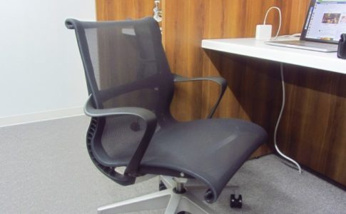 起業 TRIELこだわりの椅子