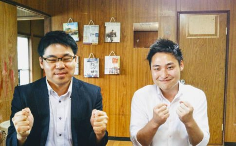 筧田 聡(右)と井畑 太佑(左)が、阿見町コトリ塾で喜んでいる